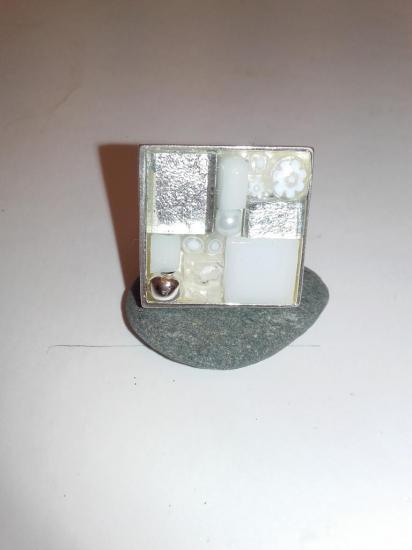 Bague blanche en émaux de verre