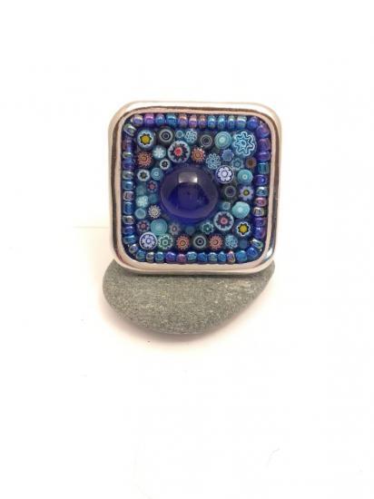 Bague bleue en millefiori et perles de verre