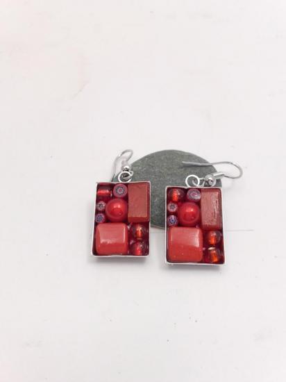 Boucle d'oreille rouge en millefiori et émaux de verre