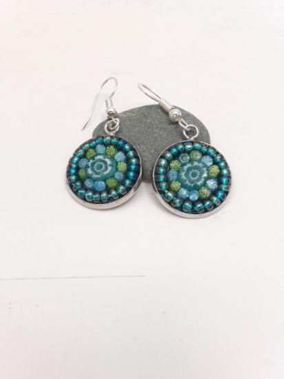 Boucle d'oreille bleue turquoise et verte en millefiori et émaux de verre