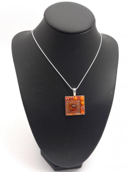 Pendentif orange en millefiori et émaux de verre