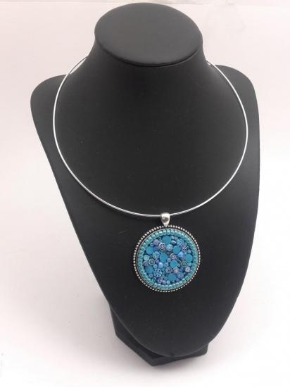 Pendentif bleu turquoise en millefiori et perles de verre