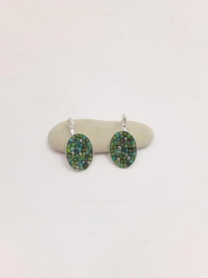 Boucle d'oreille verte en millefiori et perles de verre