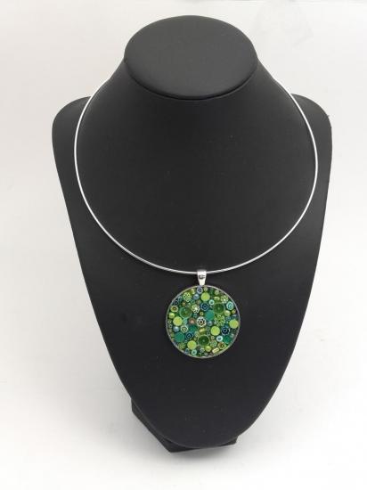 Pendentif vert en millefiori et perles de verre