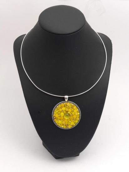 Pendentif jaune en millefiori et perles de verre